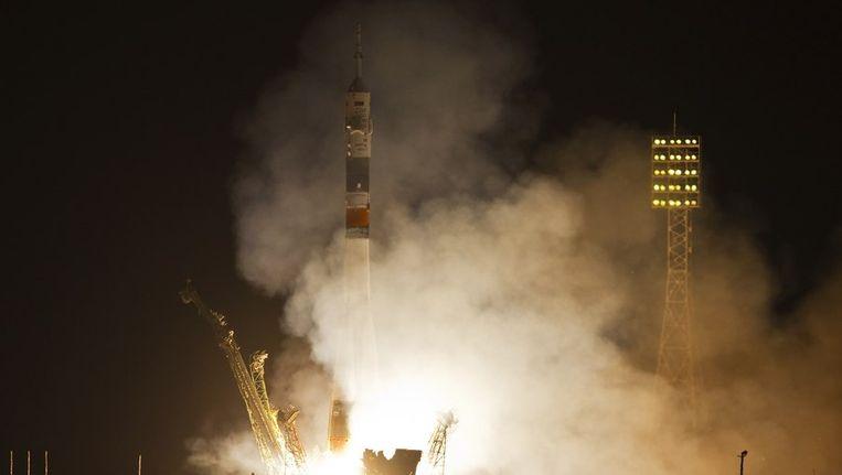 De lancering van de Sojoez-raket gisteravond. Beeld reuters
