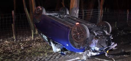Automobilist verliest macht over het stuur en slaat over de kop in Bergen op Zoom