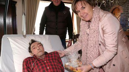 Rotary overhandigt zieken geschenkjes