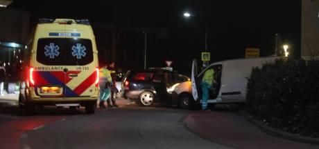 Nachtelijke aanrijding tussen personenauto en busje  in Maarssenbroek