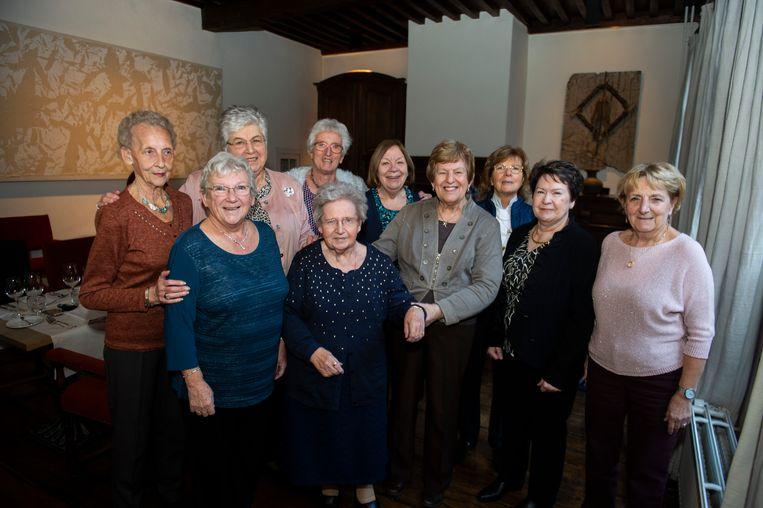 Deze dames zien elkaar na 70 jaar nog steeds.