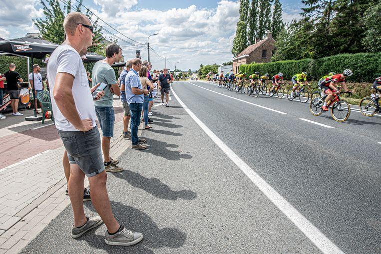 Ook op de helling in de Poelkapellestraat verzamelden de nodige supporters om hun favorieten aan te moedigen.