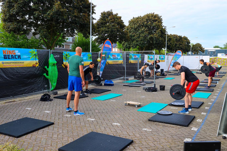 Sportschool Sportvision in de Achtse Barrier heeft de 'gym' naar buiten verplaatst.