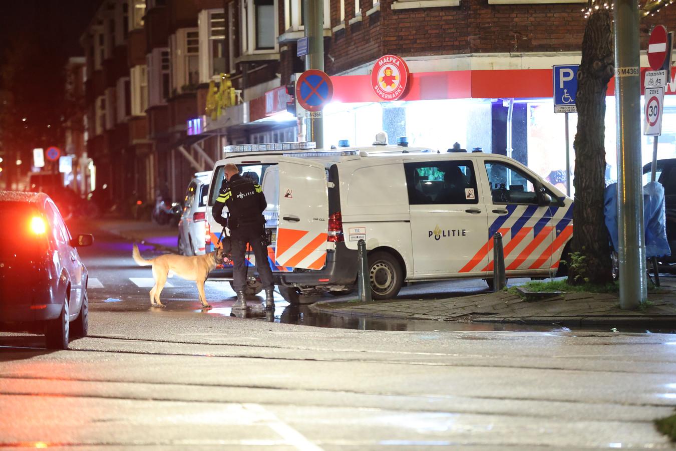 De politie is afgelopen nacht de woning binnengevallen en maakte daarbij gebruik van een politiehond.