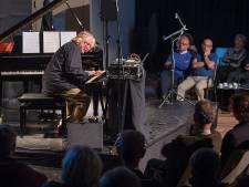 Jazz-grootheid Jasper van 't Hof speelt in Olst