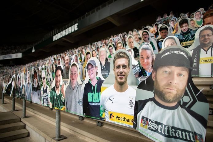 Patrick Herrmann (tweede rechts) is niet alleen op het veld te  bewonderen.