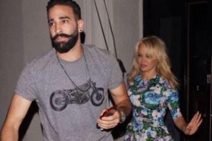 OM slaat gewiekst terug naar Pamela Anderson, die benefietavond 'in colère' had verlaten