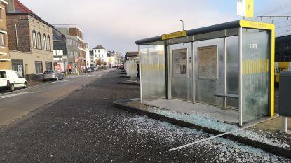 """Nog maar eens bushokje vernield op Stationsplein: """"Zottegem is niet langer de parel van Vlaamse Ardennen"""""""