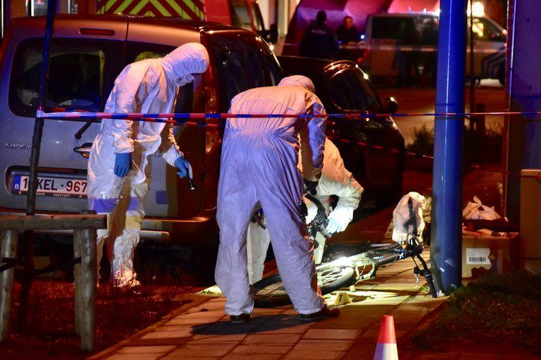 Op vraag van het parket werd ter plaatse grondig sporenonderzoek verricht, onder meer op een fiets die toebehoort aan één van de betrokkenen van het incident.