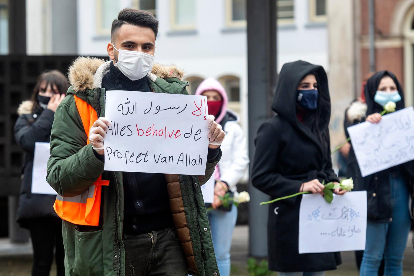 Demonstratie van moslims op het Gele Rijdersplein.