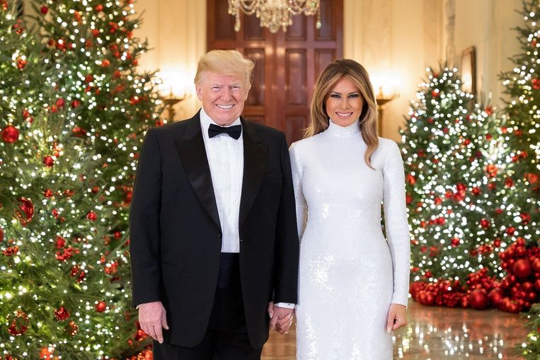 Het officiële kerstportret van de Trumps.
