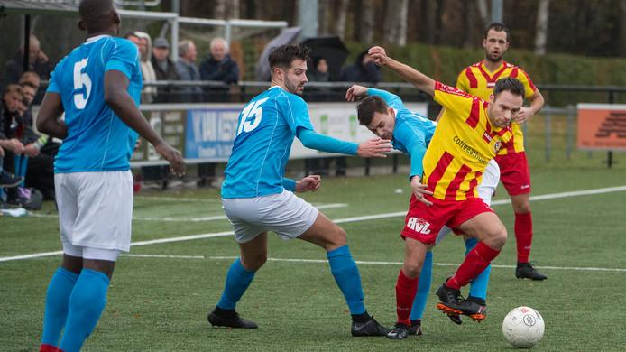Thijs Hendriks van Juliana'31 eerder dit seizoen tegen TOP.