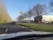 Wachttijd milieustraat Klundert loopt op tot twee uur, afval gedumpt bij poort industrieterrein