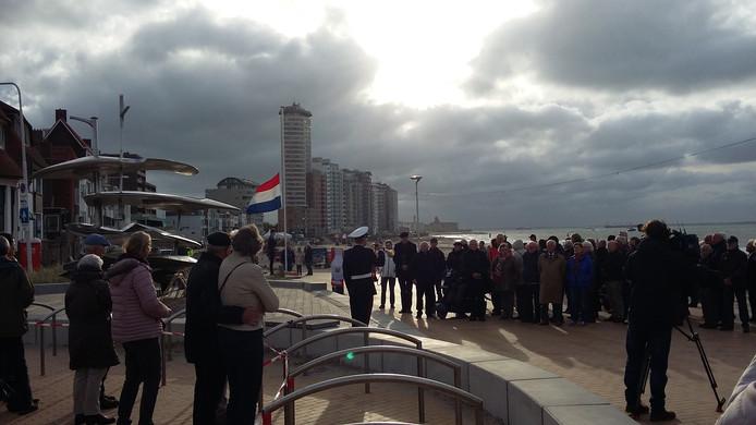 Bij het Koopvaardijmonument in Vlissingen werden voor het eerst met een ceremonie de 174 afgestudeerden van de Zeevaartschool herdacht die de Tweede Wereldoorlog niet overleefden.