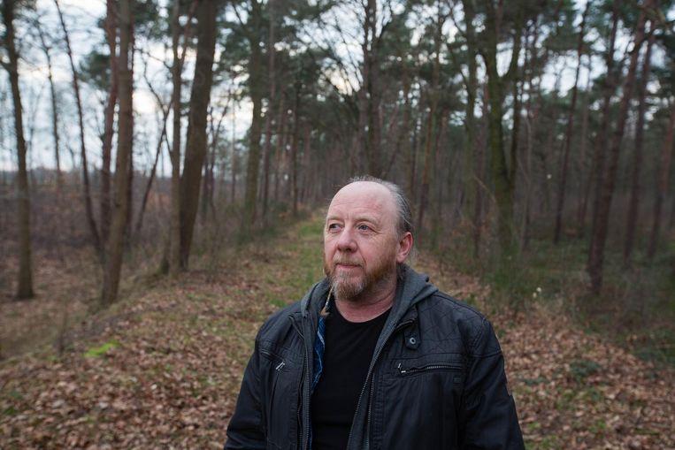 Jonny Vekemans maakt artistieke foto's in en naast het bos, vaak met de industrie als achtergrond.
