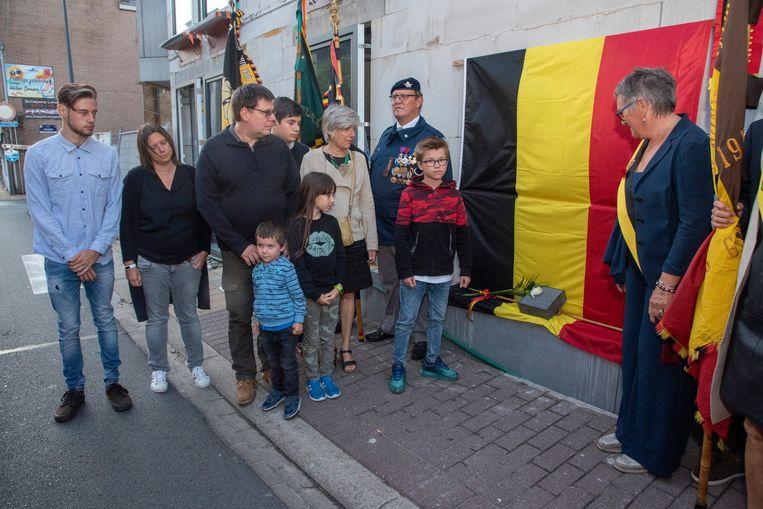 In de Wegvoeringstraat werd de steen symbolisch neergelegd in aanwezigheid van de familie van Paul Blanchaert.