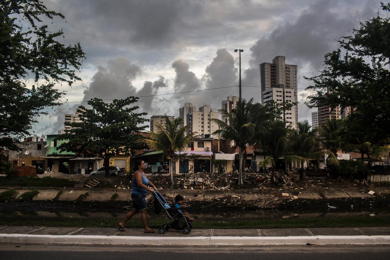 Een vrouw met kind in Recife, Brazilië.