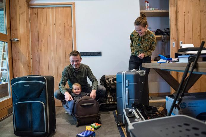 Jordi en Lisanne Voort vertrekken binnenkort samen met hun dochter Elin naar Namibië voor vrijwilligerswerk.
