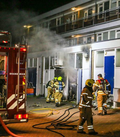 Veel schade door brand in schoonheidssalon in Zwijndrecht, bovengelegen woningen ontruimd