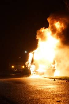 Gestolen busje gaat in vlammen op in Wijchen