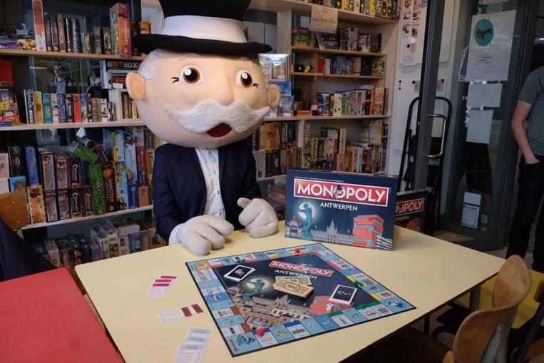 Meneer Monopoly zakte af naar de Scheldestad om het bord voor te stellen.
