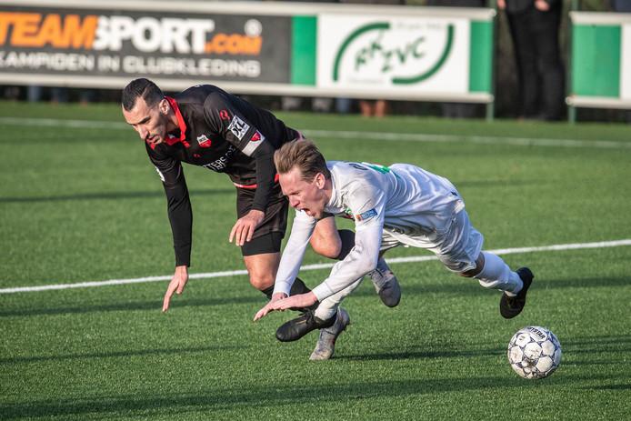 Sjors Storkhorst (rechts) werd matchwinnaar in de derby tegen Silvolde.