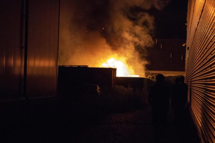 De camperbrand in Nijverdal in beeld.