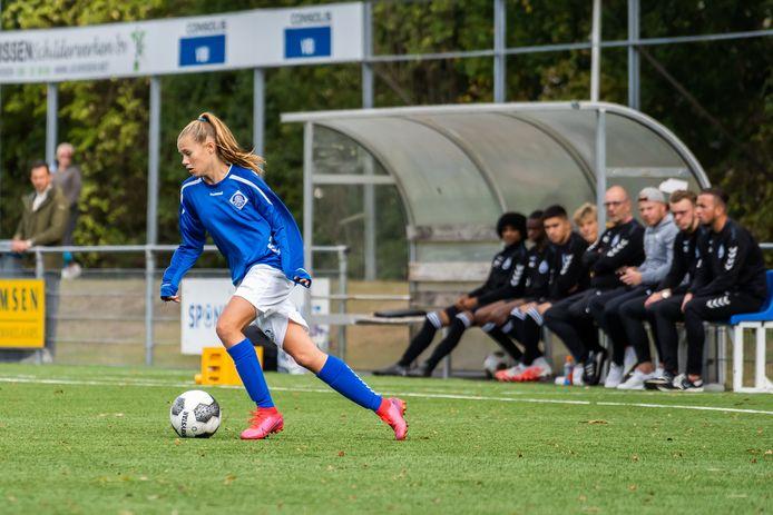 Aniek Janssen speelt bij RKHVV, maar de Huissense had bij Ajax kunnen voetballen.