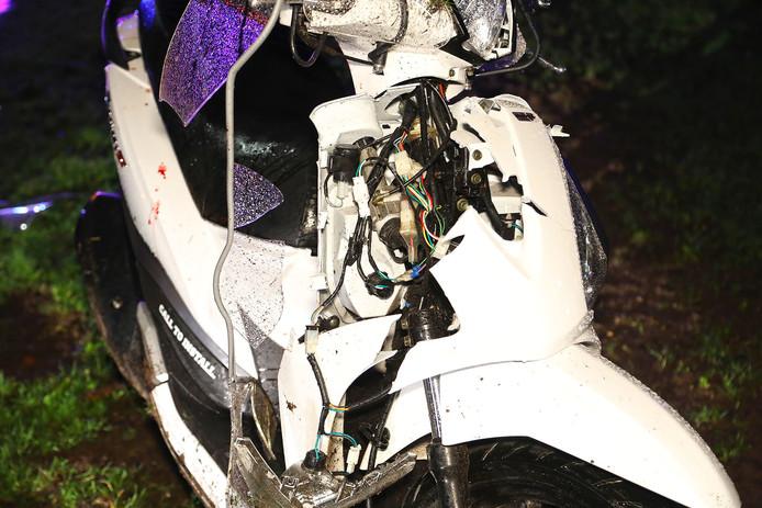 De scooter was flink beschadigd.