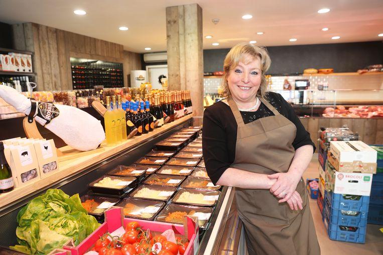 Zaakvoerster Hilde Berger in de nieuwe winkel van H2i in de Nieuwbaan in Sint-Katherina-Lombeek.