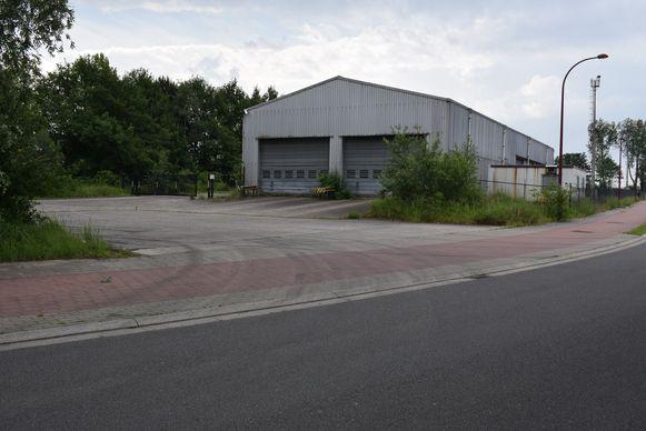 Hier zou het tankstation komen. Vooraan de Mouterij(straat) met fietspad.