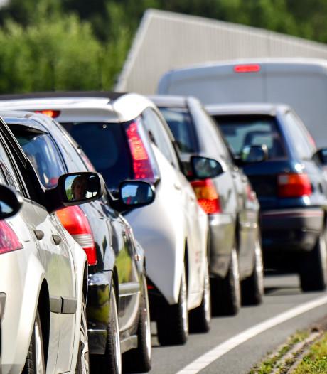 A16 weer vrij na ongeluk met vrachtwagen; file neemt af