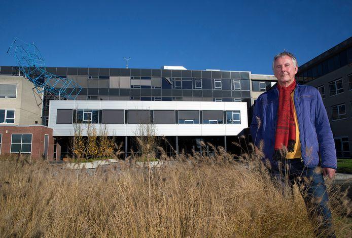 Alex Jansen is als manager op het loopbaanplein van het Graafschap College verantwoordelijk voor de studentenzorg.