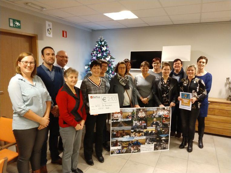 De KVLV van Vinkt overhandigde een cheque van 2.080 euro aan het woon- en zorgcentrum Sint-Franciscus.