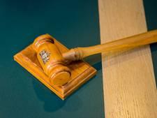 Ex-vriend publiceert blootfoto's van Oosterhoutse: 120 uur taakstraf