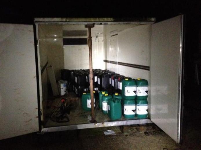 De politie vond dinsdag drugsvaten in het buitengebied van Herpen.