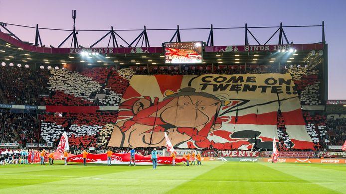 Dit leek zo normaal in De Grolsch Veste, maar voorlopig blijft het stadion leeg. En mist Twente veel inkomsten.