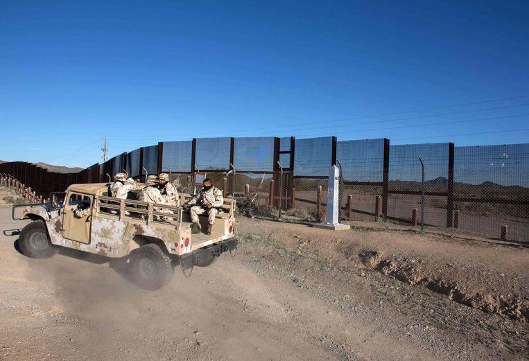 Mexicaanse soldaten rijden langs de grens (archieffoto 2017).