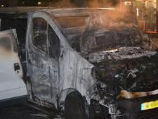 Bedrijfsbus verloren bij brand in Ede