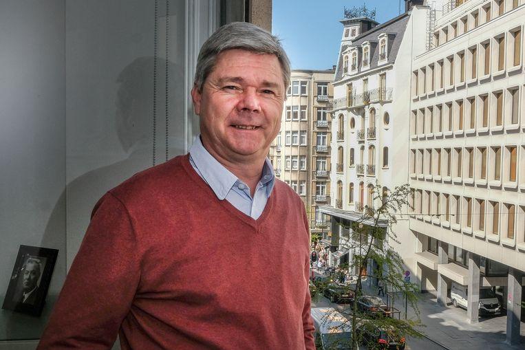 """Dominiek Lootens (54) blijft als een veteraan lijsttrekker voor het Brussels Parlement. Sinds 1995 heeft hij daar een zetel, in het begin nog onder het Vlaams Blok, maar achteroverleunen doet hij daar niet: """"Ik heb dikwijls gezegd: men moet niet aan de macht zijn om macht te hebben."""""""