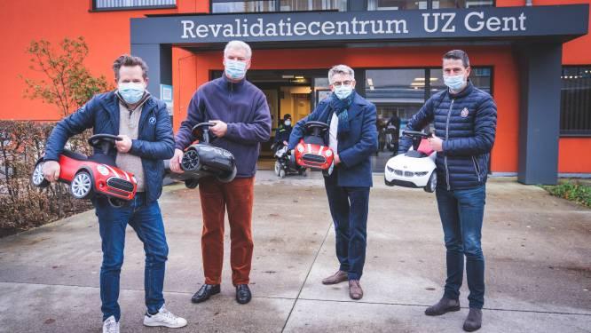 Jonge patiëntjes crossen met BMW en Mini door het UZ Gent: dealers spelen voor Sinterklaas en schenken trapautootjes