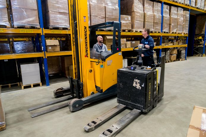 Er is volop werk in de logistieke sector, bijvoorbeeld voor berijders van steek- en reachwagens in de magazijnen
