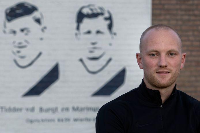 """Maikel Verkoelen op het sportpark van zijn nieuwe club Mierlo-Hout: ,,Ik word hier absoluut niet betaald."""""""