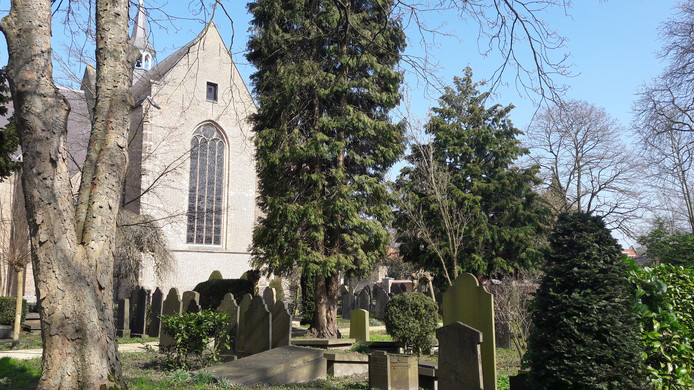 'Begraafplaats Oud Ginneken in Breda. Nergens anders in Nederland betaal je zoveel geld voor een graf als op het kerkhofje aan de Duivelsbruglaan.