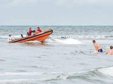 Heli en boten zoeken naar zwemmer bij Katwijk