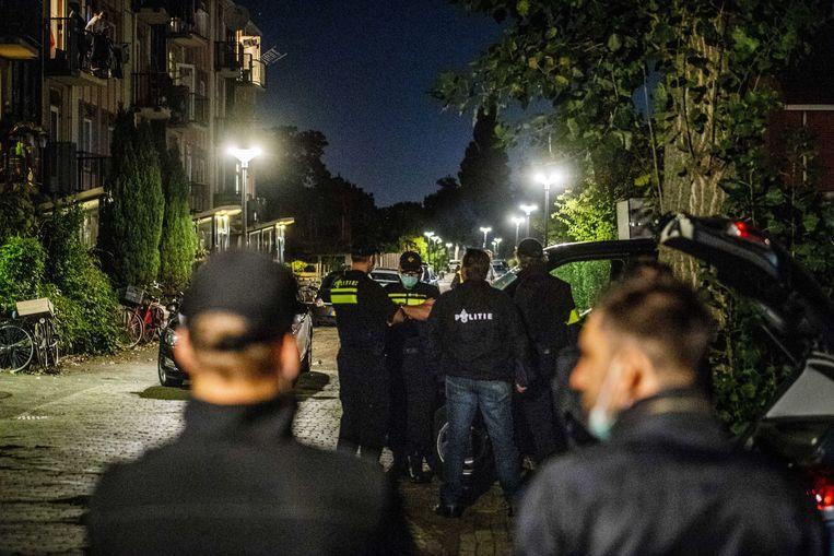 Politie in Vlaardingen doen onderzoek op de plek waar een van de terreurverdachten woonde. Beeld ANP