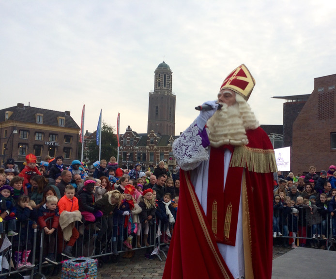 Sinterklaas is net aangekomen in Zwolle.