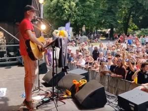 """""""Fous un anneau"""": polémique autour d'une chanson évoquant Maggie De Block au festival LaSemo"""
