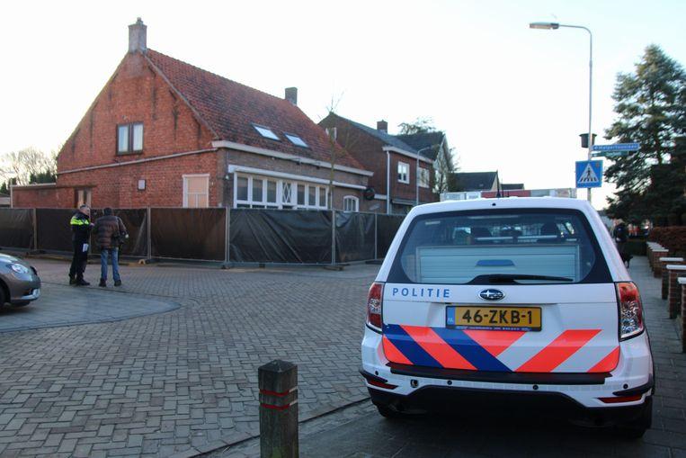 Het clubhuis van motorclub No Surrender in het Zeeuwse Clinge, een buurgemeente van Sint-Gillis-Waas. De politie voert er vandaag een huiszoeking uit.