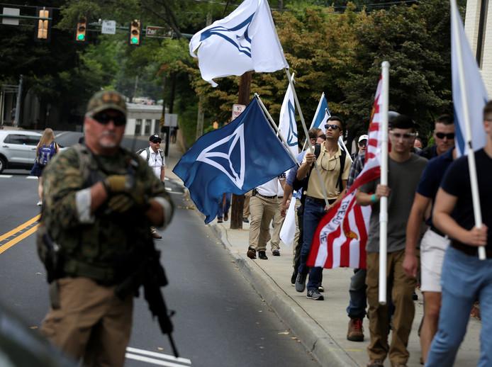 Demonstranten komen aan in Charlottesville.